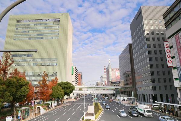 JR三ノ宮駅の南側歩道橋から東向きの景色